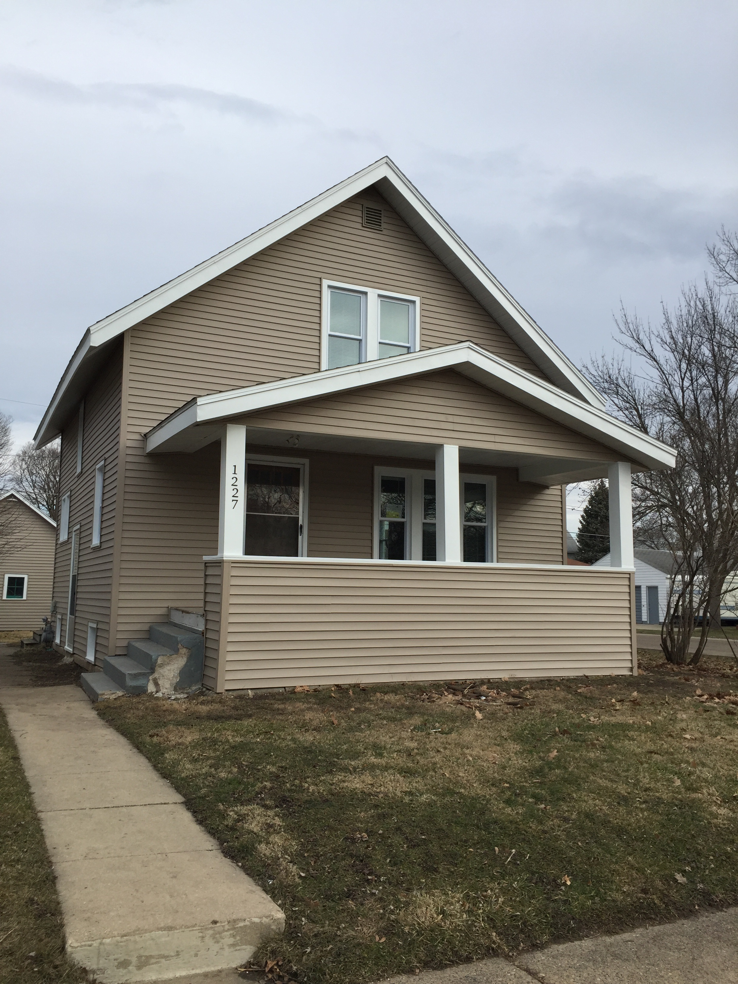 1227 Forest Ave. <br />Waterloo, IA 50702